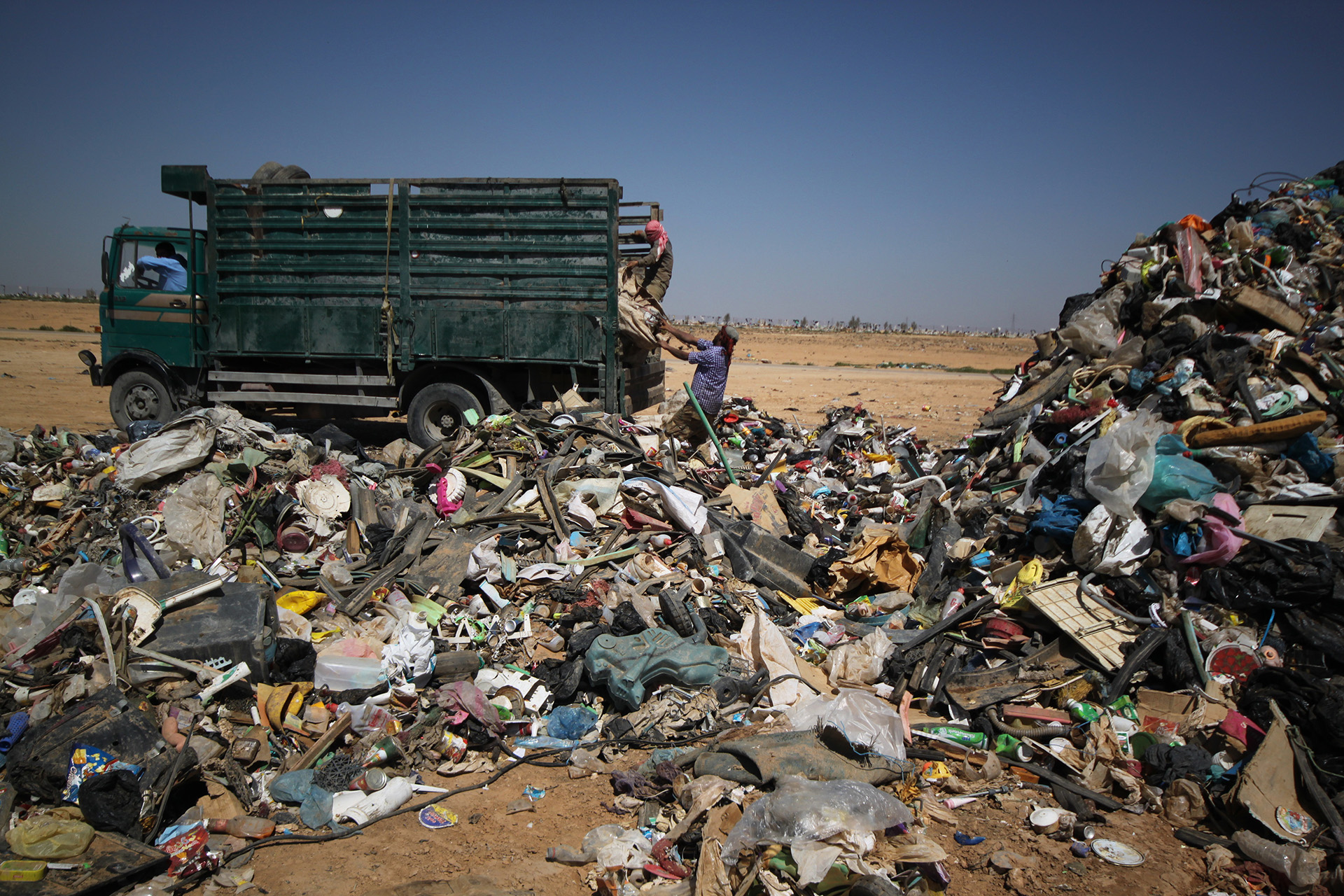 Carey Marks Photography, Al Huseyniyat landfill, documentary photography, Palestinian Refugee, photographic stories, photography, photojournalism, Refugees, Refugees in Jordan, Waste Recovery, Waste, Syrian refugees, Palestinian refugees, recycling, landfill